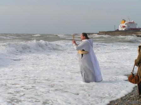 МОРЕ КРЕЩЕНСКОЕ, ШТОРМОВОЕ И БОЖЬЯ БЛАГОДАТЬ
